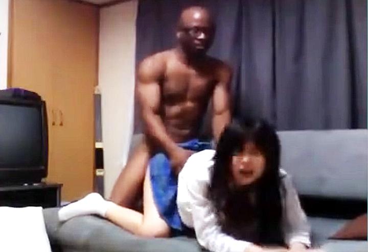 日本人女子校生を犯す黒人