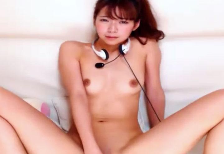 三上悠亜に似ているチャットレディ(カメラ目線オナニー中)