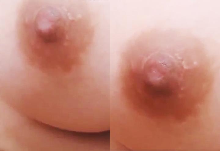 乳首ドアップを続けるライブチャット動画