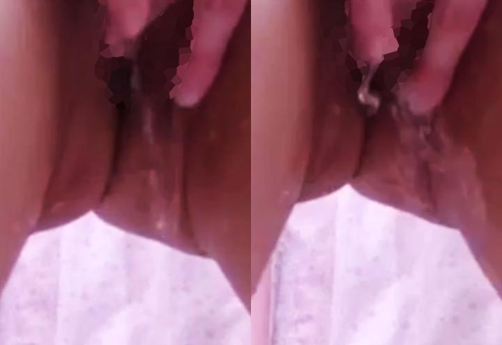 潮吹き股間を接写するライブチャット動画