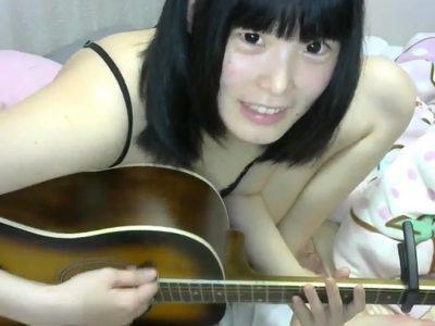 ギターを惹くななしてゃん