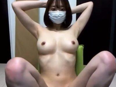 全裸の美巨乳女