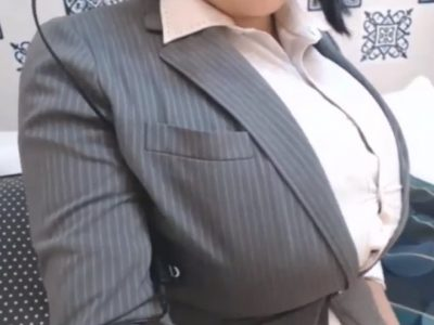 OLスーツがパツパツの爆乳女(ライブチャット動画)